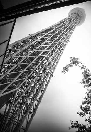 Rain falls on Tokyo Skytree, by Dean Chiang, Xyclopx